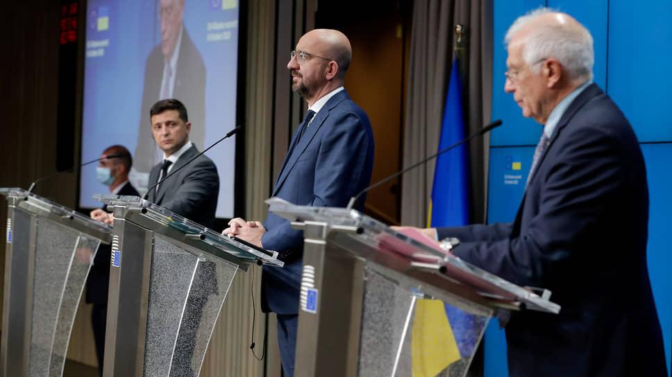 Слева направо: президент Украины Владимир Зеленский, глава Европейского совета Шарль Мишель и глава европейской дипломатии Жозеп Боррель