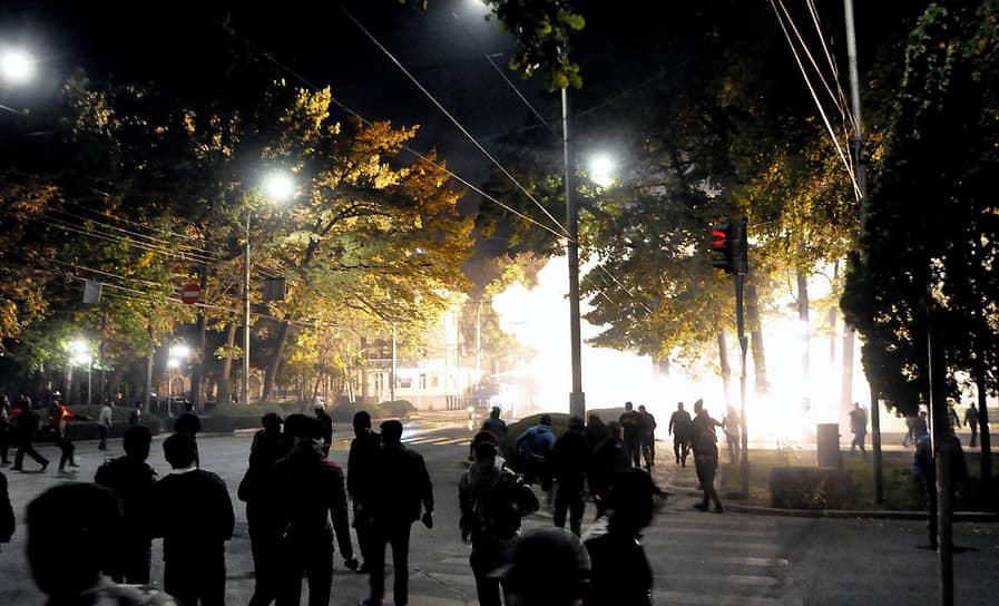 Спецназ и подразделения МВД применяли светошумовые гранаты, слезоточивый газ, резиновые пули и водометы