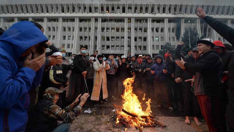 Оппозиция Киргизии потребовала сформировать новое правительство