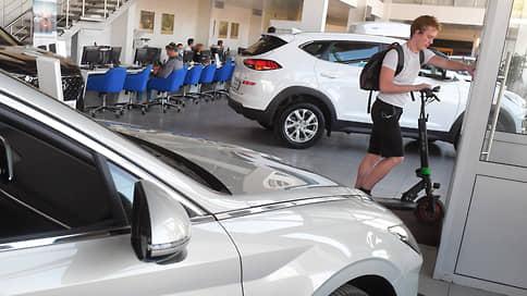 Автомобили выехали на слабом рубле  / Продажи в сентябре выросли на 3,4%