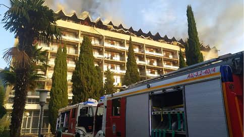 Минобороны теряет «Ялту»  / Пожар в ведомственном санатории могли спровоцировать замыкание проводки и нарушение правил безопасности