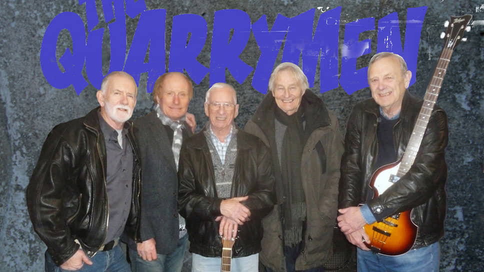 Чес Ньюби (крайний справа) играет в группе The Quarrymen, как и 60 лет тому назад