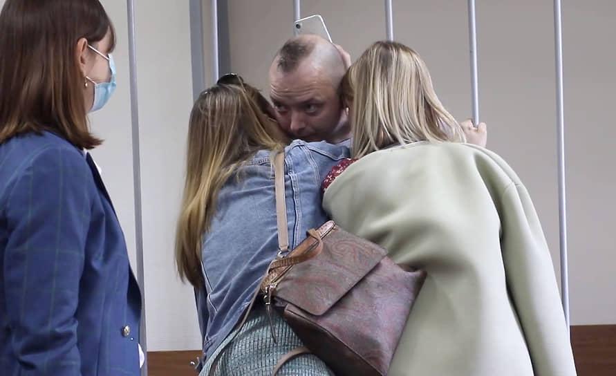 2 сентября Лефортовский суд Москвы продлил арест Ивана Сафронова до 7 декабря. Родственников и друзей журналиста пустили в зал, однако затем суд принял решение о заседании в закрытом режиме