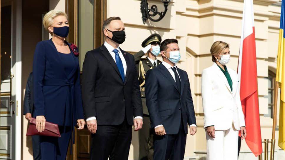 Президент Польши Анджей Дуда, его жена Агата Корнхаусер-Дуда (слева), президент Украины Владимир Зеленский и его жена Елена Зеленская