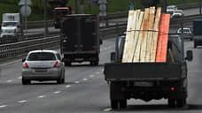 Москва заткнет выхлопную трубу  / Столичная мэрия хочет убрать с дороги старые грузовики