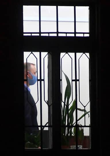 По версии ФСБ, озвученной адвокатами журналиста, в 2017 году господин Сафронов якобы передал спецслужбам Чехии информацию о поставках оружия из России в Африку и действиях военных РФ на Ближнем Востоке
