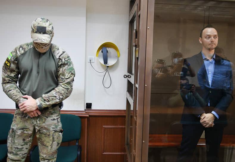 16 июля Мосгорсуд взакрытом режиме рассмотрел апелляцию наарест Ивана Сафронова ипризнал егозаконным