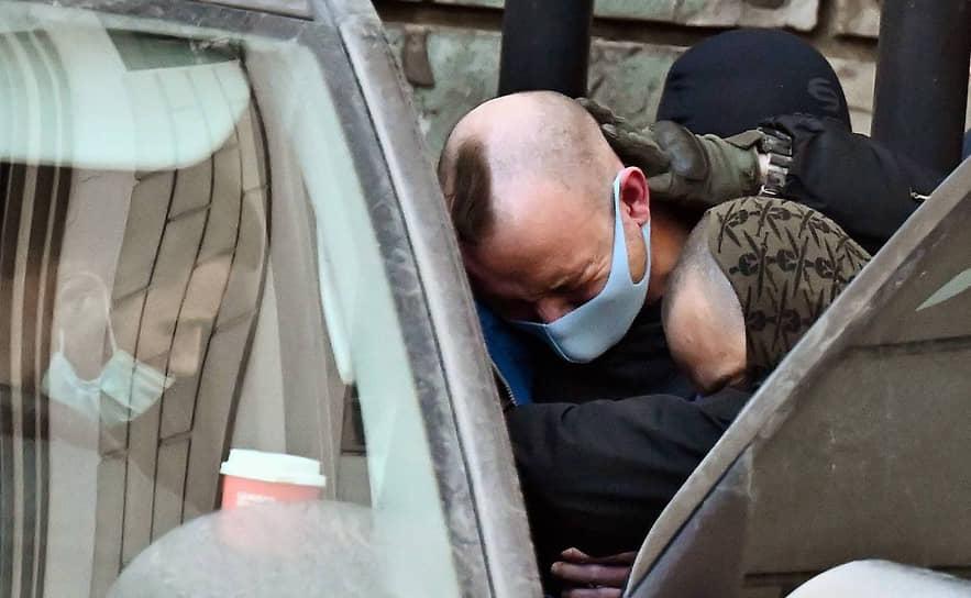 29 июня адвокаты Ивана Сафронова заявили отвод следователю Александру Чабану. Юристы из правозащитной организации «Команда 29» посчитали его заказчиком уголовного преследования адвоката Ивана Павлова, а также заявили, что он оказывал давление на его подзащитных