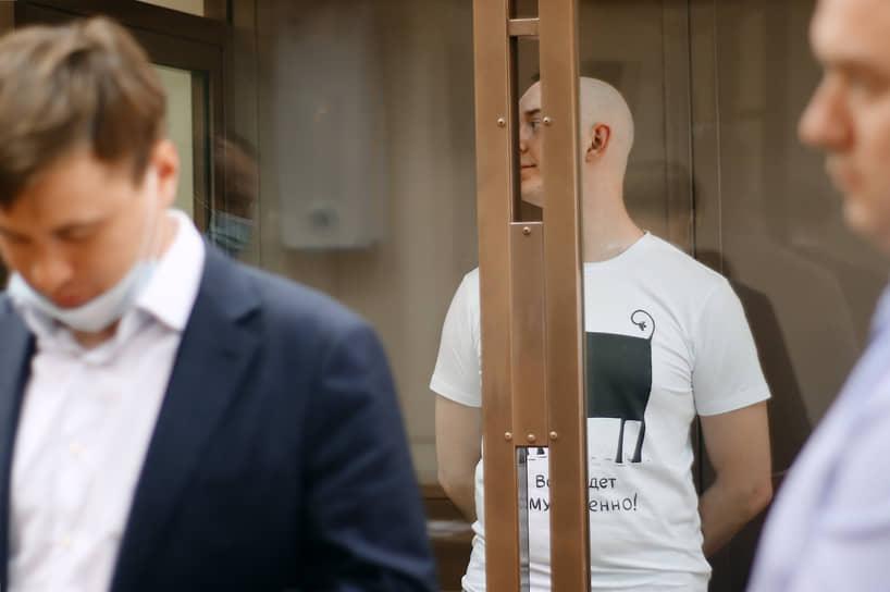 «Сафронов твердо решил, что не пойдет на сделку со следствием. Он твердо решил, что не будет давать показания, которые могут кому-то нанести ущерб, в том числе ему самому»,— сказал адвокат журналиста Дмитрий Катчев