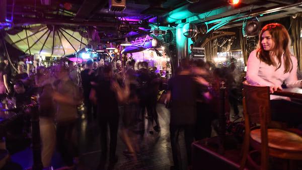 Ночные клубы сейчас работают в москве москва сити клубы