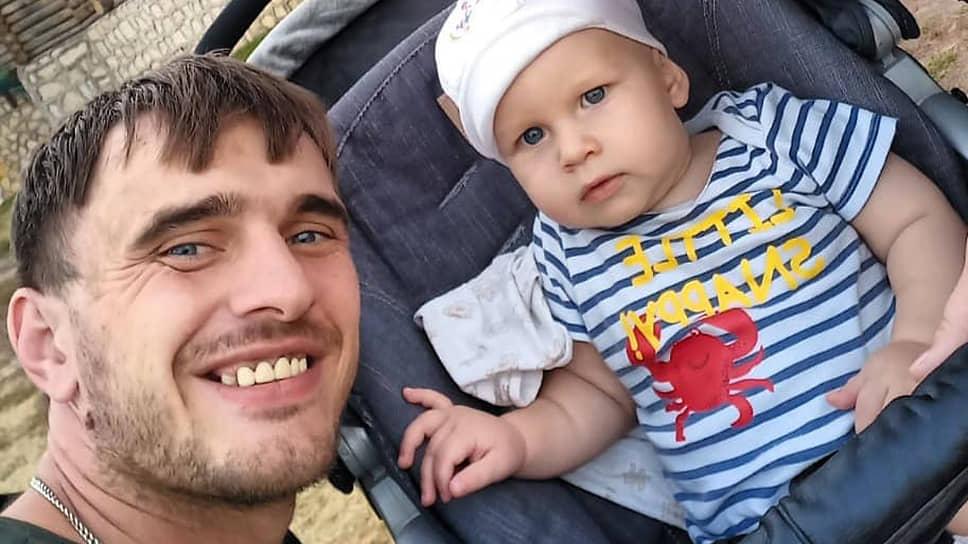 Бывший сотрудник липецкого УМВД Антон Ничипоров вместе с ребенком