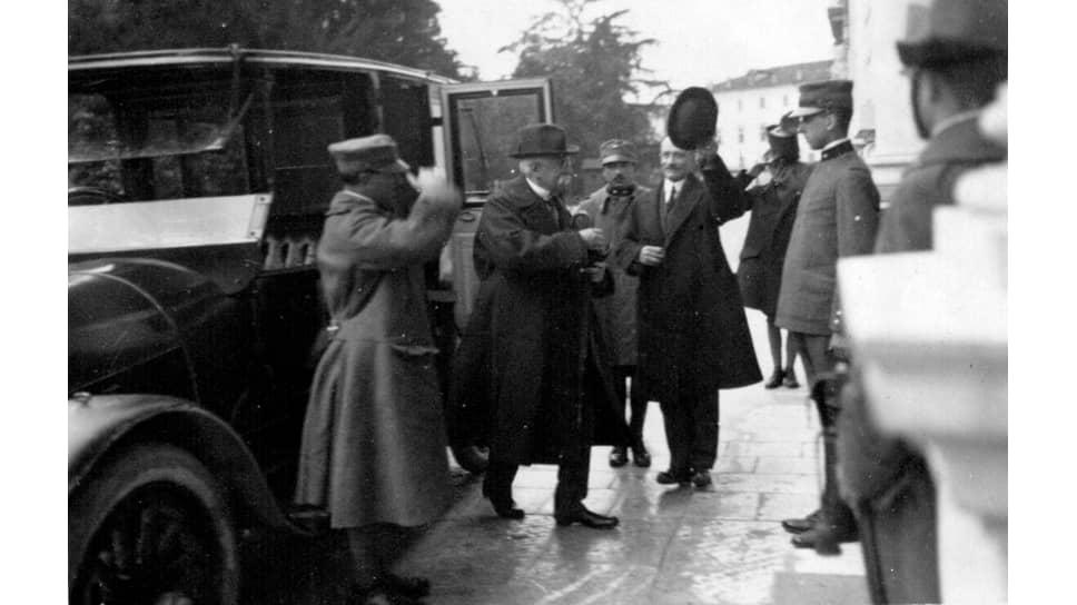 «Соннино (на фото — в центре) полагает, что сближение интересов России и Италии было бы весьма естественно»