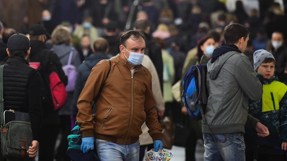 Возможной причиной резкого сокращения числа заболеваний гриппом стало массовое ношение медицинских масок и использование антисептиков