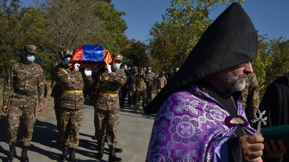 Похороны армянских солдат