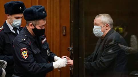 Михаил Ефремов перешел на наличности  / Артист и его адвокаты выплатят компенсацию потерпевшим от смертельного ДТП