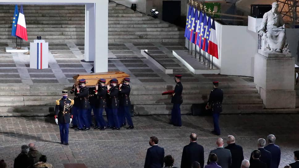 Как во Франции провожали убитого учителя