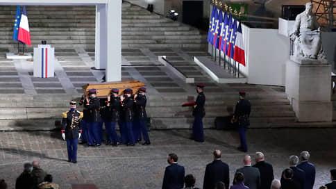Исламисты ответят головой  / Убитого во Франции учителя провожают церемонией и арестами подозрительных лиц