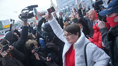 Прокурор поддержал Юлию Галямину  / Суд по уголовному делу муниципального депутата перенесли из-за пандемии