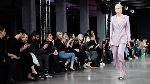 Камера смотрит в корень  / Продолжается Mercedes-Benz Fashion Week
