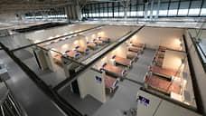 В двух павильонах «Ленэкспо» для пациентов оборудовали 295 коек, в том числе 15 реанимационных коек с аппаратами ИВЛ