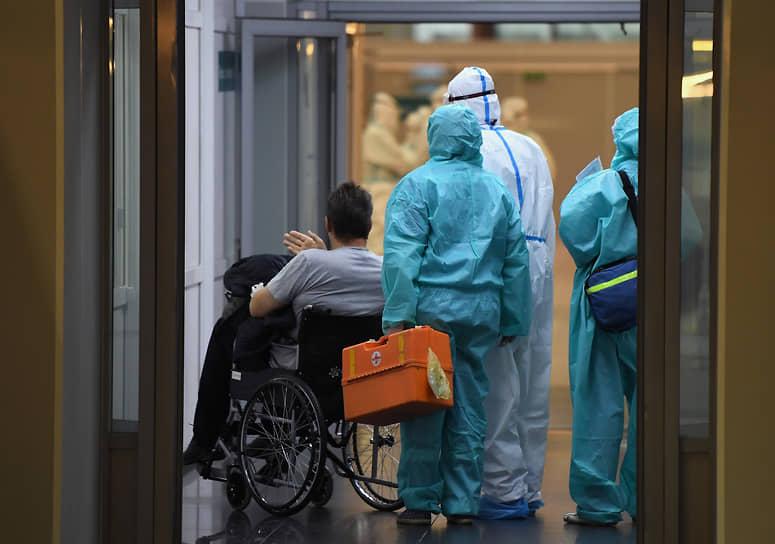 5 октября в конгрессно-выставочном центре «Сокольники» открылся лечебный комплекс, включающий временный госпиталь и обсервационный центр для пациентов с коронавирусом