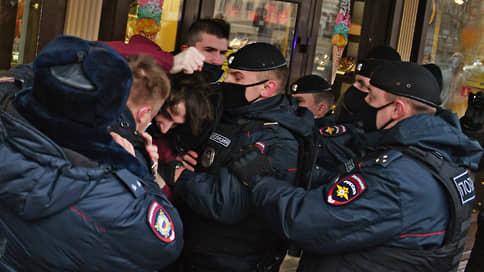 Мусульман приняли в полиции / В Москве разогнали акцию против президента Макрона
