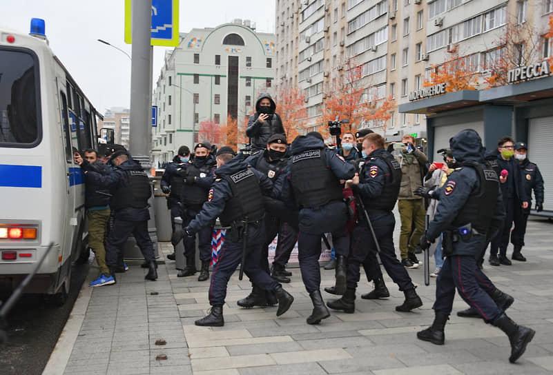 Задержания во время акции протеста мусульман у посольства Франции в Москве