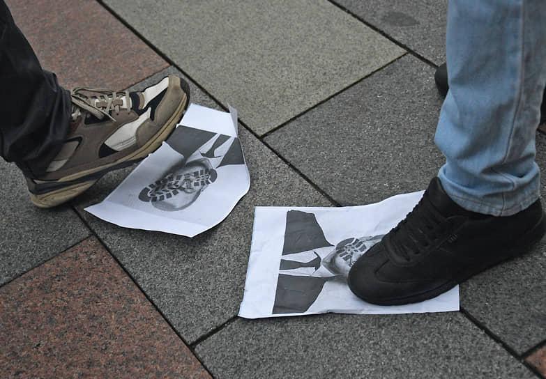 Акция протеста мусульман у посольства Франции в Москве