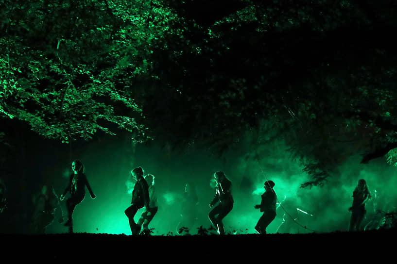 Данблейн, Шотландия. Актеры местного театра выступают под открытым небом