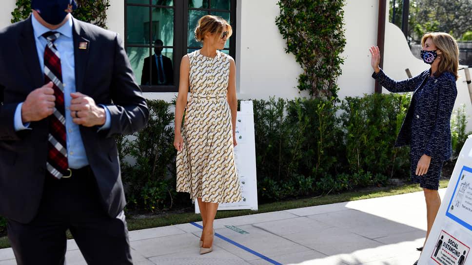 Жена Дональда Трампа Мелания в Палм-Бич (Флорида)