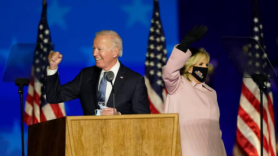 Джо Байден с женой Джилл во время обращения к сторонникам