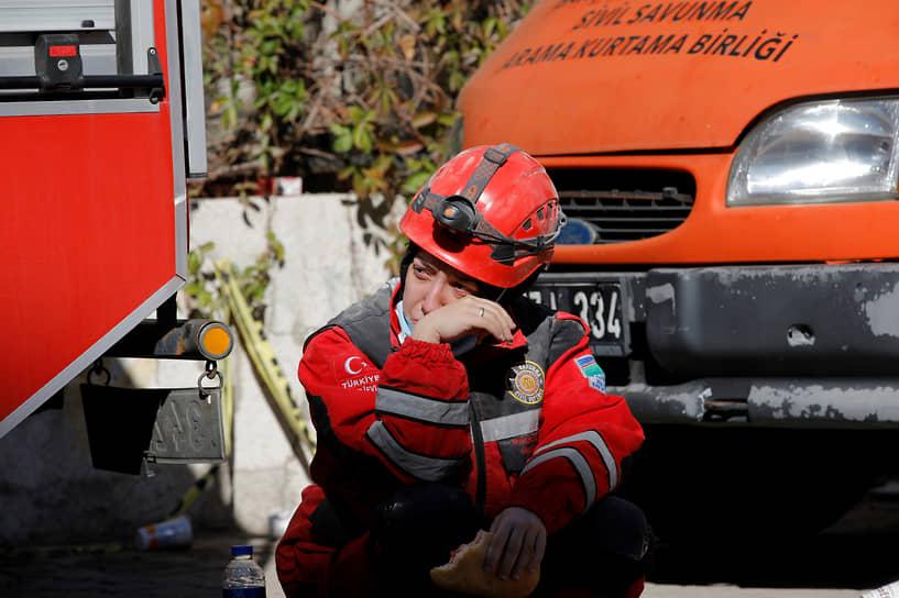 Измир, Турция. Во время спасательной операции после землетрясения