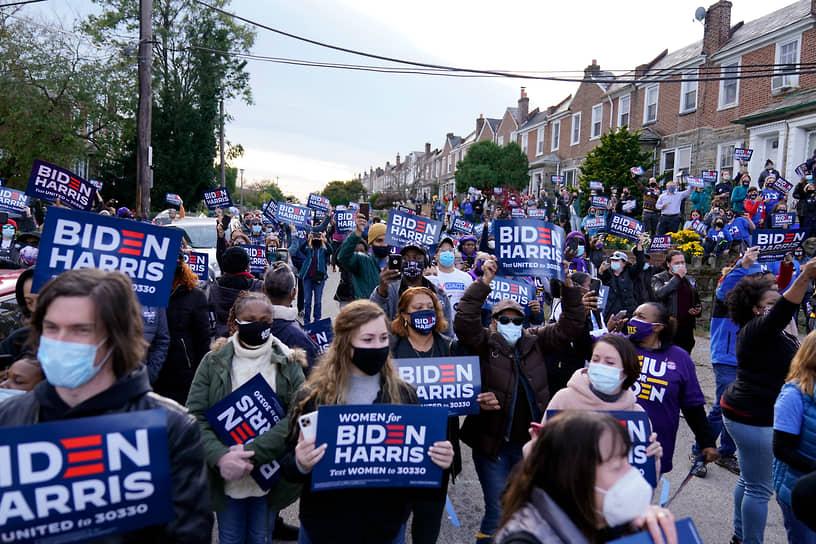 Филадельфия, Пенсильвания. Сторонники Джо Байдена на мероприятияя в его поддержку
