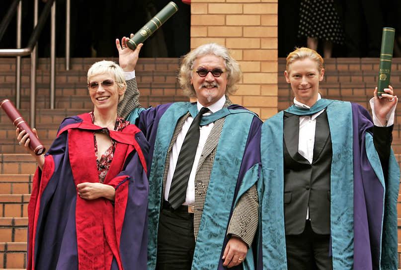 В 2006 году актриса получила почетную докторскую степень в Королевской шотландской академии музыки и драмы в Глазго