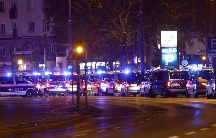По последним данным, в результате стрельбы погибли пять мирных жителей