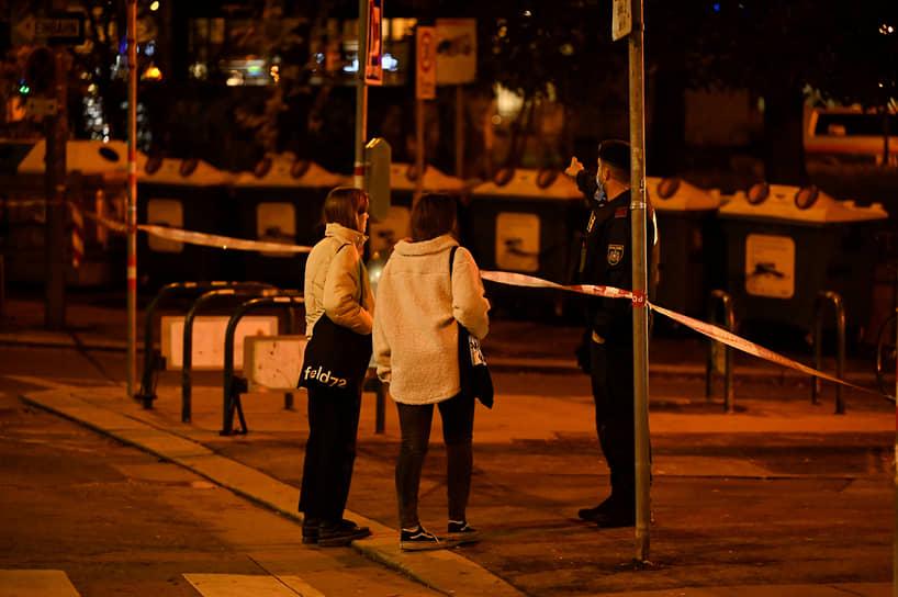Синагога и административное здание общины на момент начала стрельбы не работали и были закрыты
