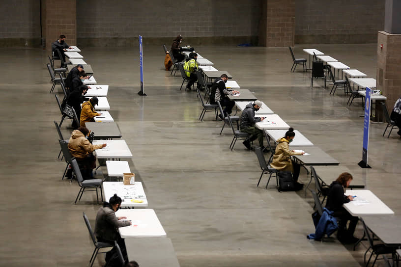 Сиэтл, Вашингтон. Избиратели во время голосования
