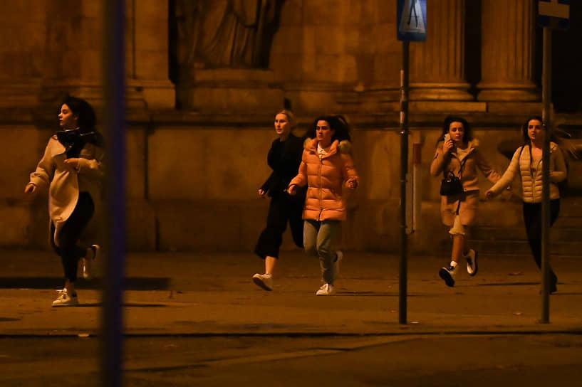 В момент теракта в центре было очень много людей, так как это был последний вечер накануне локдауна