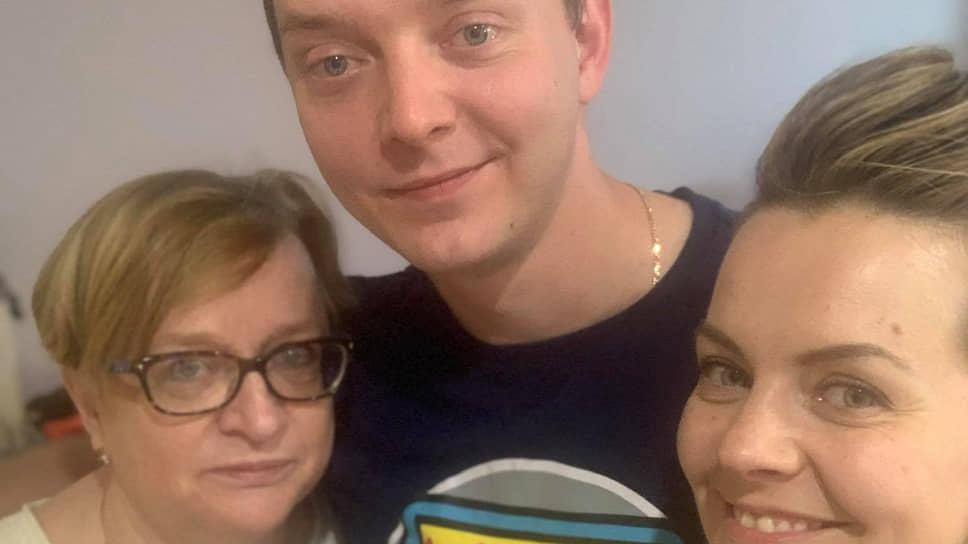 Иван Сафронов с матерью Еленой и сестрой Ириной