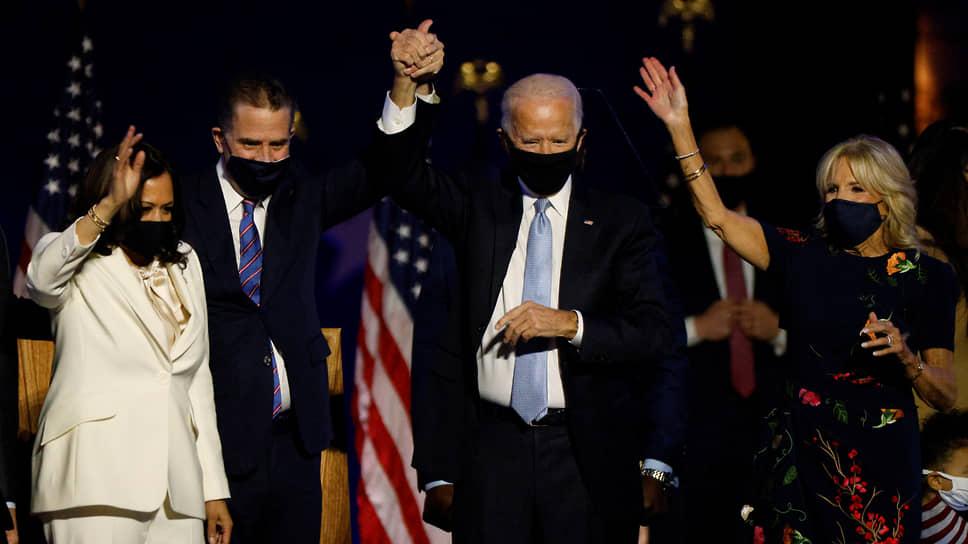 Слева направо: кандидат в вице-президенты США Камала Харрис, сын Джо Байдена Хантер, Джо Байден и жена Джо Байдена Джилл
