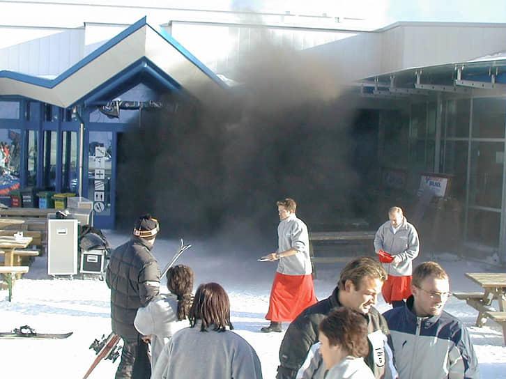 Дым быстро поднялся на 2,5 километра вверх по тоннелю до станции и ресторана, где задохнулись еще три человека
