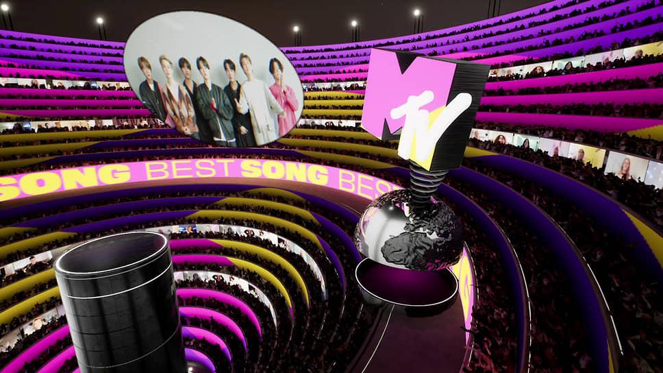 Участники южнокорейской группы BTS (на фото) стали триумфаторами MTV Europe Music Awards. Они получили награды в категориях «Лучшая песня», «Лучшая группа», «Лучший онлайн-концерт» и «Самая большая фанатская база» <br>На фото: участники группы в Лос-Анджелесе