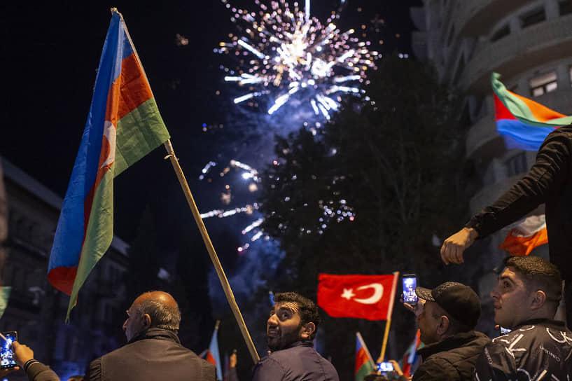 Празднование в азербайджанском городе Гянджа