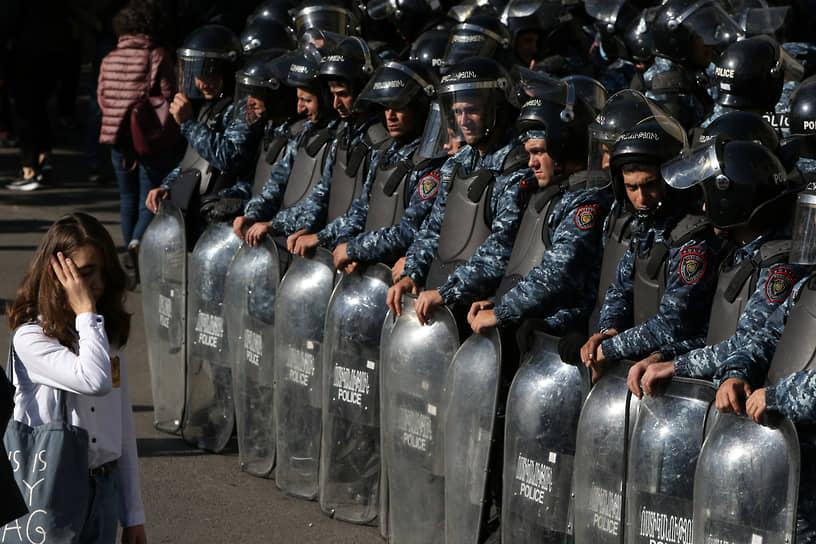 Организаторами протестов стали 17 оппозиционных партий и объединений
