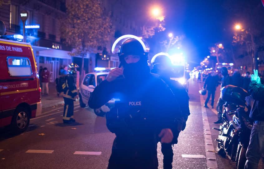 Президент Франции Франсуа Олланд в телеобращении к нации заявил, что теракты осуществили боевики «Исламского государства» (ИГ, запрещено в РФ): «Это акт войны, и за этим нападением стоит террористическая армия, ИГ, джихадисты, которые выступили против Франции, против ценностей, которые мы защищаем по всему миру»