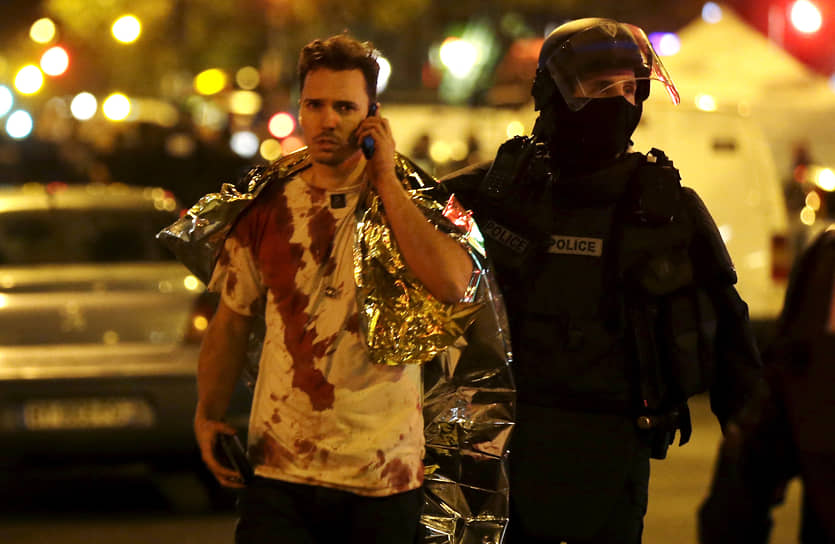Во Франции были объявлены трехдневный траур и чрезвычайное положение, введен контроль на границах. В Париж были дополнительно мобилизованы 1,5 тыс. военнослужащих