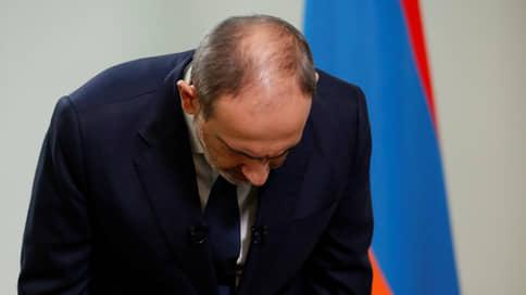 Центробежная сила слова  / Соратники покидают команду премьера Армении после каждого его выступления