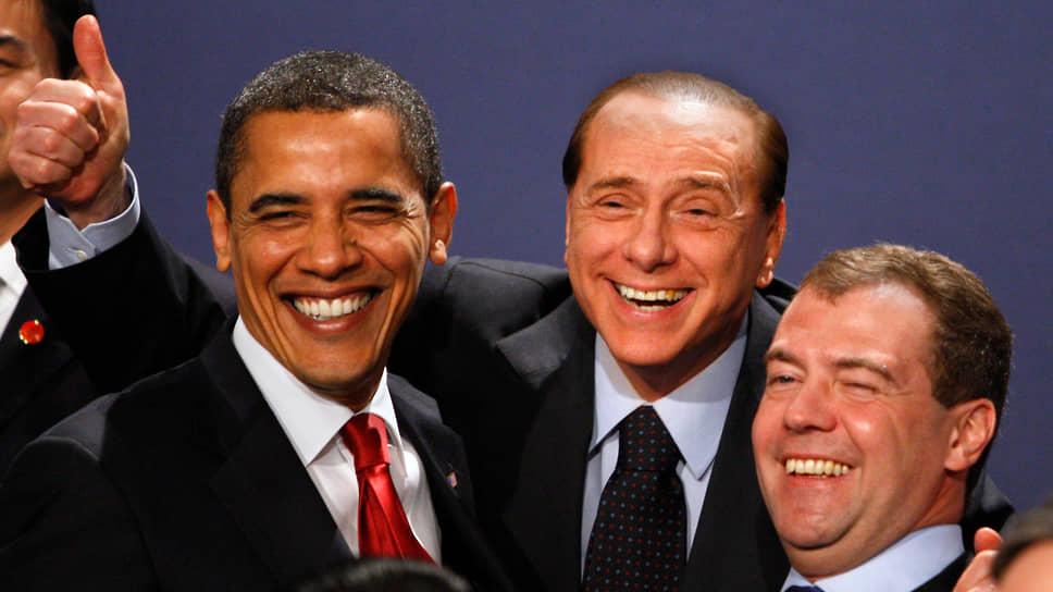 Слева направо: президент США Барак Обама, премьер-министр Италии Сильвио Берлускони, президент России Дмитрий Медведев на саммите G20 в 2009 году