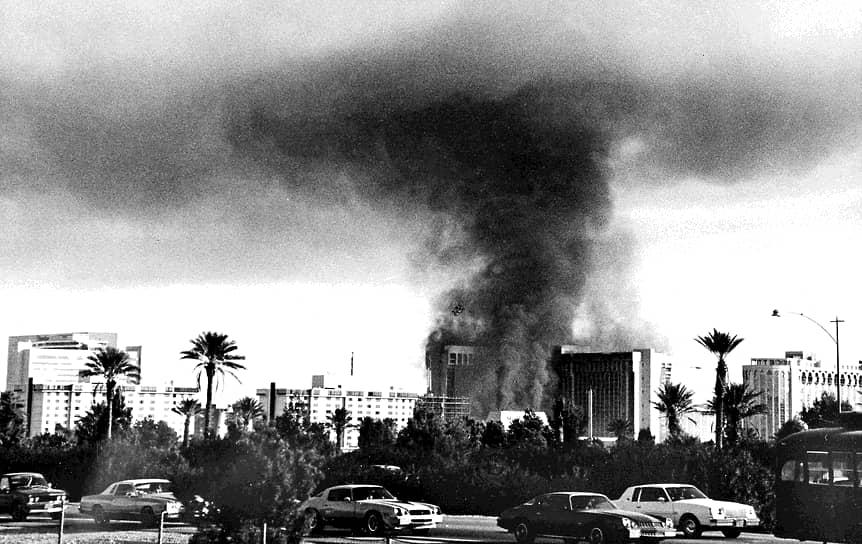 Жертвами пожара стали 85 человек, большинство из них погибли на верхних этажах, отравившись дымом
