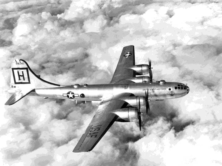 «Самолет МиГ-15бис,— говорилось в докладе научно-технического отдела Истребительной авиации ПВО страны,— с его вооружением может быть эффективно использован для борьбы с бомбардировщиками типа Б-26 и Б-29» (на фото — B-29)